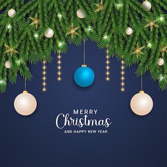 녹색 분기 황금 눈송이와 현실적인 크리스마스 배경 크리스마스 조명 하늘색과 흰색 공