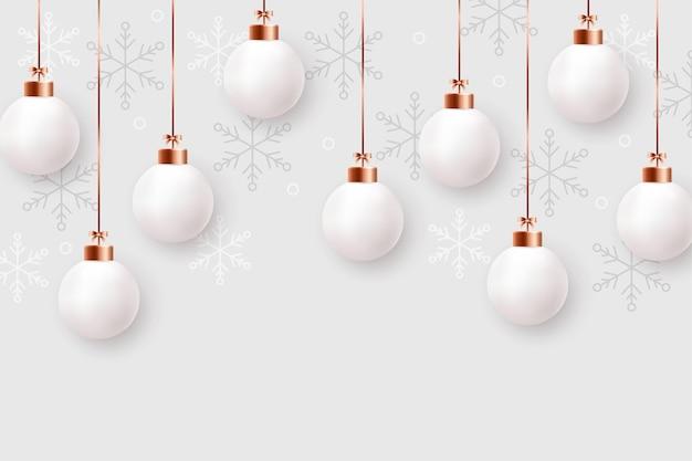 Реалистичные новогодние шары, подвешенные на золотых нитях