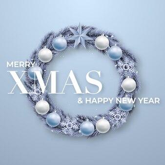 Реалистичный рождественский еловый венок с шарами
