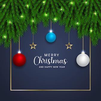 현실적인 크리스마스 녹색 잎 크리스마스 조명과 붉은 하늘색 공 황금 별 배경