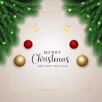현실적인 크리스마스 트리 분기 황금과 빨간 공 크리스마스 조명과 함께 황금 눈송이