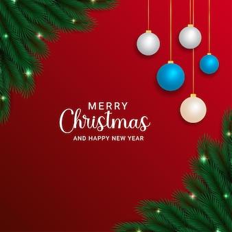 크리스마스 조명이 있는 현실적인 크리스마스 트리 녹색 분기 흰색과 하늘색 공