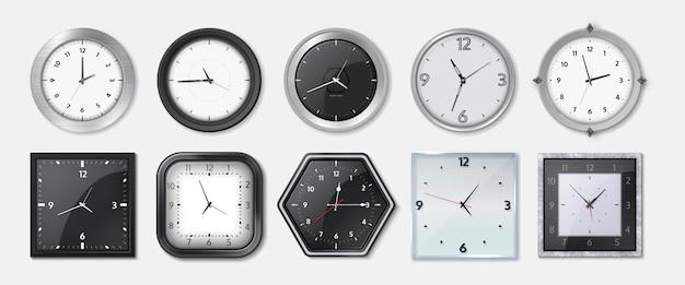 リアルな時計。黒と白の文字盤、ベゼルを備えた正方形と円形の金属とプラスチックのオフィス時計