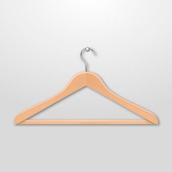 現実的な服のコートの木製ハンガーは白い背景にクローズアップ。