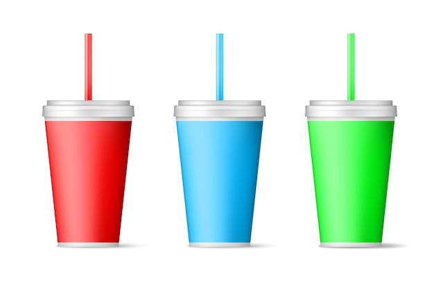 짚으로 현실적인 색 종이 컵.