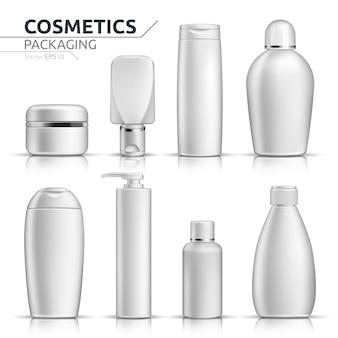 Реалистичные косметические бутылки макет набор на белом фоне