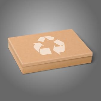 灰色の背景に分離されたリサイクルサインと現実的なクラフトフラットパッケージボックス。デザインとブランディングに。