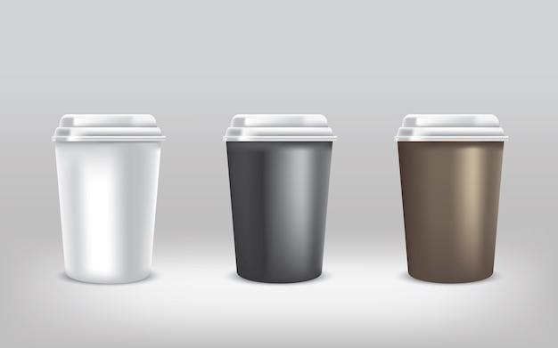 Реалистичная чашка горячего напитка на цветном сером фоне