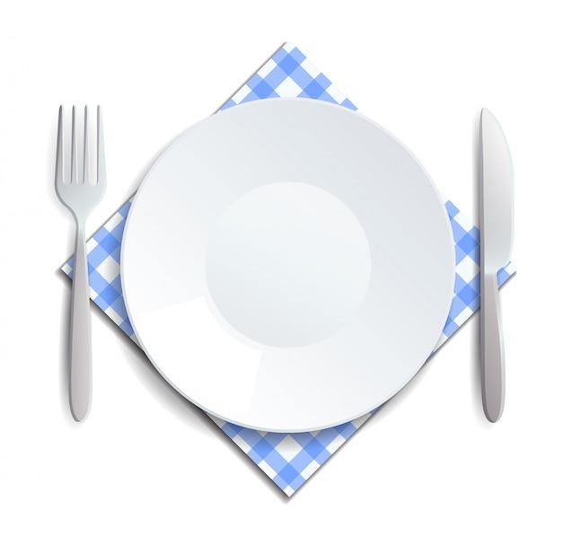 Реалистичная пустая тарелка, вилка и нож подаются на клетчатой салфетке