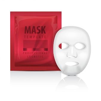 リアルなフェイシャルシートマスクと赤い小袋。空のテンプレート。美容製品の包装