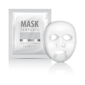 リアルなフェイシャルシートマスクとサシェ。空のテンプレート。白い背景の上の美容製品の包装