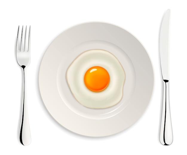 Реалистичные жареное яйцо значок на тарелку с вилкой и ножом. шаблон.
