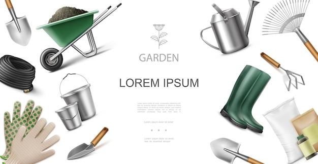 Реалистичная концепция садового оборудования и инструментов с тачкой с ведрами для мусора, шпателем, граблями, сапогами лопаты, мешки с удобрениями, лейка, перчатки, иллюстрация