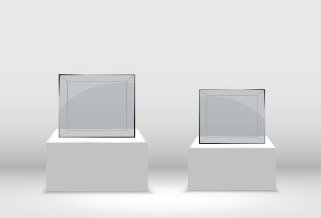 흰색 스탠드에 현실적인 유리 상자 또는 컨테이너