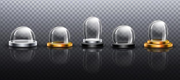 現実的なガラスのドーム、クリスマスのスノーグローブのお土産、さまざまな形やサイズのシルバーとゴールドのベースにある孤立したクリスタルの半球コンテナ。お祝いクリスマスギフト。現実的な3 dセット