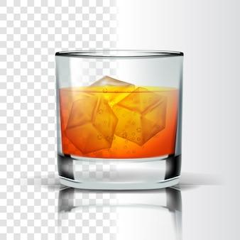 Реалистичное стекло с бурбоном и кубиками льда