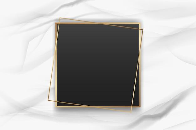 大理石の背景にリアルな金色のフレーム