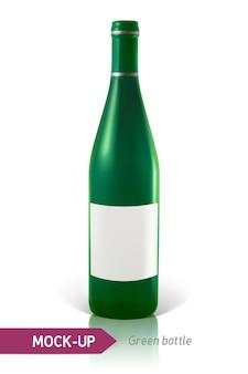 反射と影と白い背景の上の現実的な緑のワインまたはカクテルのボトル