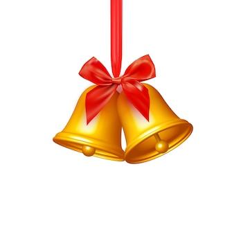 弓で赤いリボンに掛かっている現実的なジングルベル。ゴールデンクリスマスのシンボル