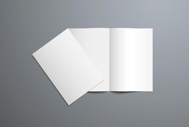 열리고 닫힌 이중 접기 브로셔의 현실적인 모형. 표지 및 페이지 디자인의 프리젠 테이션을위한 빈 카탈로그의 흰색 템플릿. 배경에 고립.