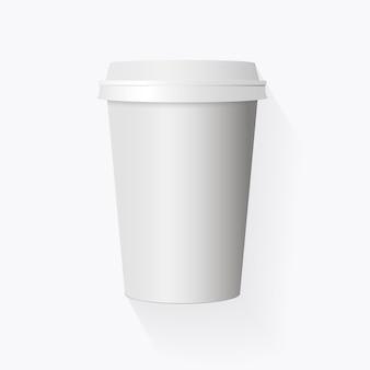 흰색 배경에 고립 된 현실적인 종이 커피 컵