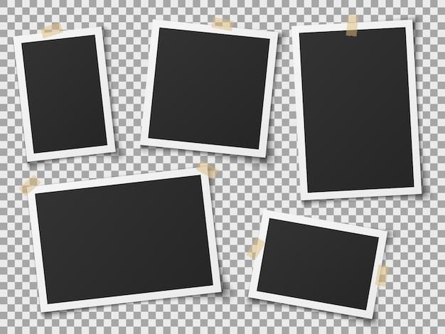 현실적인 사진 프레임. 접착 테이프를 가진 빈티지 빈 사진 프레임입니다. 벽에 이미지, 복고풍 메모리 앨범. 벡터 템플릿