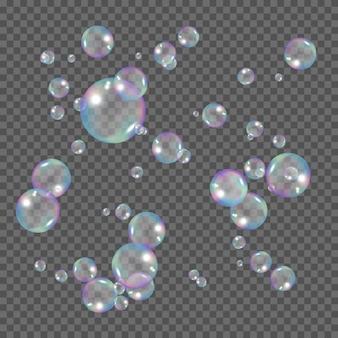 リアルな虹色の泡。透明な背景に分離されたシャボン玉。