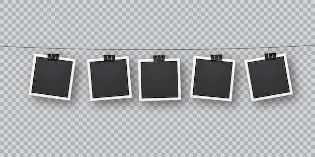 Реалистичные ретро-фото шаблоны, подвешенные подряд на металлических зажимах. падающая мягкая тень накладывается на стену. винтаж, ретро-дизайн. реалистичные шаблон фоторамки на прозрачном фоне.