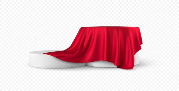 リアルな丸い白い製品の表彰台のディスプレイは、白い背景で隔離の赤い布のカーテンのひだをカバーしました。