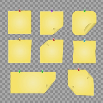 투명 한 바탕에 노란색 고정 된 종이 노트의 현실적인 집합입니다. 메시지, 장식 및 커버링을위한 템플릿 모형.