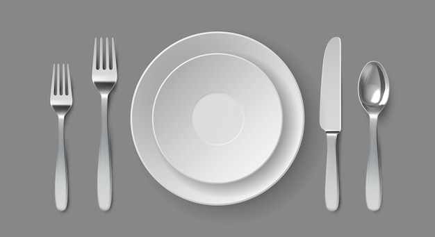 リアルなテーブルサービング。フォーク、ナイフ、スプーンが付いた丸いダイニングプレート。レストランの空の皿とカトラリーのクローズアップ上面図ベクトルモックアップ