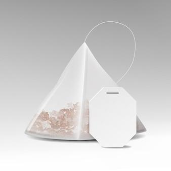 Реалистичный чайный пакетик с пустой белой этикеткой