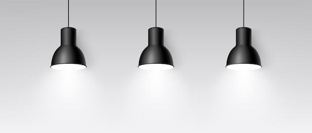 천장에 매달려있는 현실적인 3 개의 램프. 밝은 조명. 세 개의 검은 장식 천장 램프. 모던 펜던트 램프