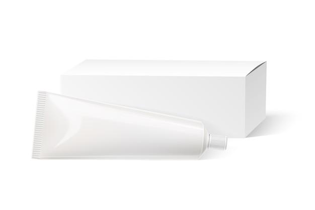 Реалистичная тюбик зубной пасты и белый макет картонной коробки. косметика пластиковый куб шаблон. крем для кожи, макет контейнера для макияжа лица. пакет средств для ухода за полостью рта.