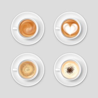 Vista dall'alto realistica impostata con caffè in tazze su piattini isolati