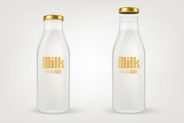 Реалистичная прозрачная закрытая пустая стеклянная бутылка для молока с золотой крышкой крупным планом