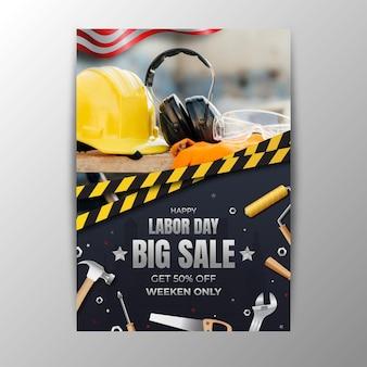 Реалистичный шаблон вертикального плаката для распродажи дня труда сша