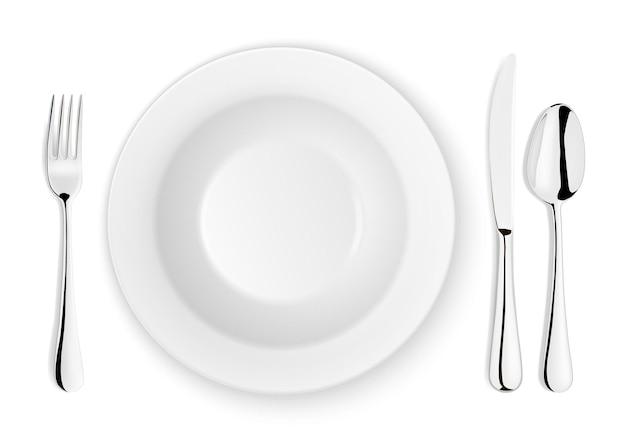 Реалистичные вектор ложка, вилка, нож и тарелка крупным планом, изолированные на белом фоне. дизайн-шаблон или макет. вид сверху.