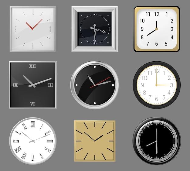 リアルな掛け時計。ラウンドとスクエアの時計の文字盤、クラシックシルバー、ゴールドのウォールクロック、アナログタイムウォッチ。現代の壁時計イラストセット。フレームとボーダーをダイヤルイン