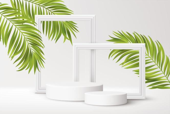 Podio bianco realistico del prodotto con cornici bianche e foglie di palma tropicali verdi isolate su bianco