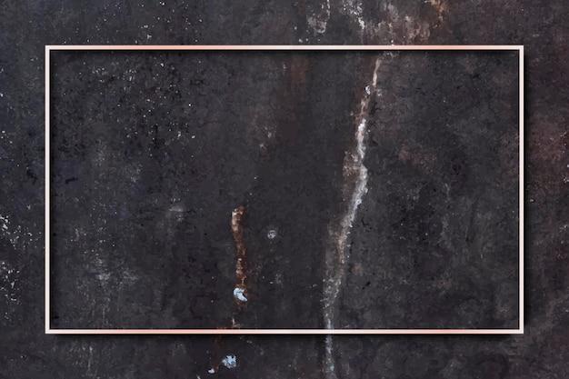 Прямоугольная золотая рамка на черном мраморном фоне