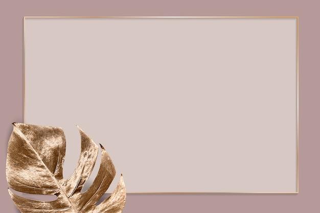 금속 몬스테라 잎 배경이 있는 사각형 골드 프레임