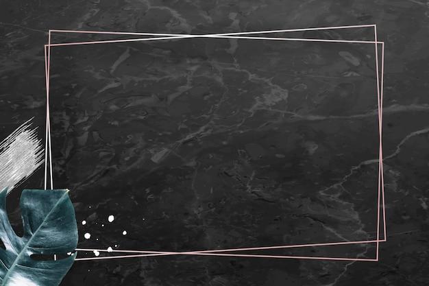メタリック モンステラ リーフの背景を持つ長方形のゴールド フレーム