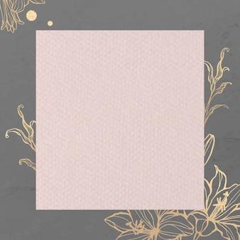 金の花の背景に長方形のピンクの紙