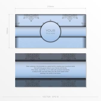 고급스러운 검은색 장식품이 있는 직사각형 파란색 엽서 템플릿입니다. 빈티지 패턴의 인쇄용 초대장 디자인.