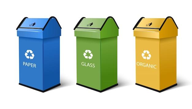 Мусорные баки для бумаги, стекла и органических продуктов, с символом рециркуляции сверху в синем, зеленом и желтом цвете.