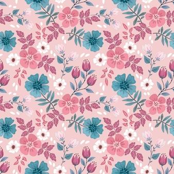 赤と青の花がシームレスなパターンをデザインします