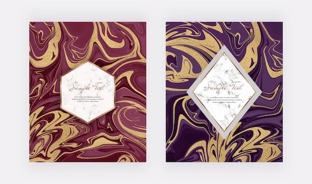 大理石の質感を持つ赤と紫のキラキラ液体カード。抽象的なインク塗装パターン。