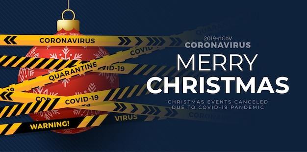 赤いクリスマスボールと検疫バイオハザードの危険。黄色と黒のストライプ。コロナウイルスcovid-19とクリスマスのコンセプト。