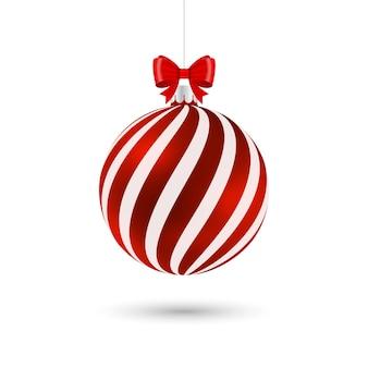 Красный елочный шар с белыми полосами и бантом на белом фоне